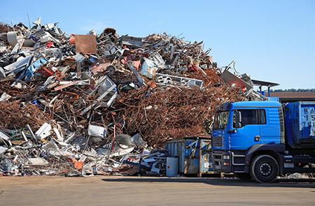 Очищение стройплощадки от земельных завалов